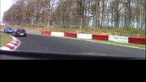 Nürburgring: Avec une Clio de location, il fini sur le toit après un accident