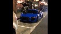 Il saute avec son skate sur une Audi R8.