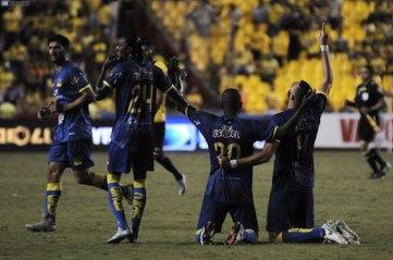 Delfín celebra tras la victoria ante Barcelona