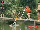 退休工程師發明水上自行車,騎著它可以在水上行走,速度也不慢