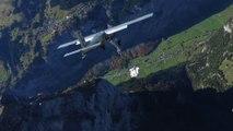 Ces 2 base jumpers rerentrent dans leur avion en plein saut en wingsuit... Dingue