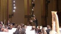 Une spectatrice endormie pousse un gros cri en se réveillant pendant un concert de musique classique
