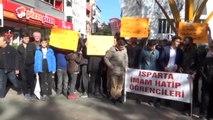 Isparta'da Cuma Namazı Çıkışı 'Kara Cuma' Protestosu