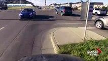 Ce motard nargue les policiers mais va vite le regretter... Bien fait