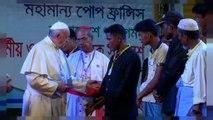 Papa encontra refugiados rohingya