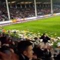 Des supporters de Charleroi jettent des peluches à ostende