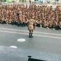 Danse hiphop d'un soldat iranien devant tout son régiment !