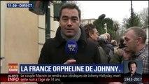 Des dizaines de fans de Johnny Hallyday viennent rendre hommage au rockeur à son domicile de Marnes-la-Coquette