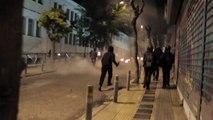 Greece: Séquence de première ligne des clashes entre anarchists et police dans Exarcheia Athens le 06.12.17