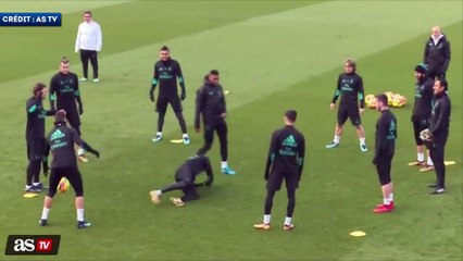 Ronaldo assomme Marcelo à l'entraînement !