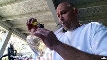 Un abruti fume le piment le plus fort du monde