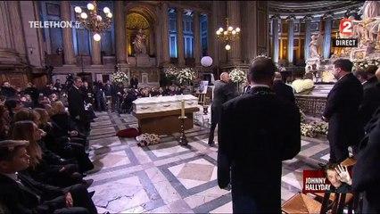 Sarkozy bénit le cercueil de Johnny Hallyday, pas Hollande