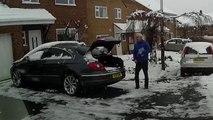 Les voitures modernes.. ça aime pas la neige... Dans le coffre !