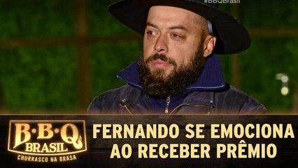 Fernando se emociona ao receber prêmio