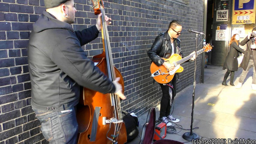 Street Music of London. Great Show of Contrabass and Guitar in Brick Lane