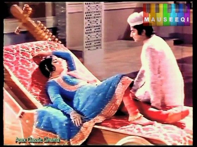 Jhoomain Kabhi Naachain Kabhi Lehrayen - Runa Laila - Umrao Jan Ada