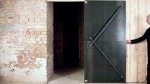 une porte en acier a ouverture originale
