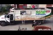 Un camion poubelle sans chauffeur... Les éboueurs mexicains sont tarés