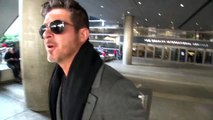 Robin Thicke Keeps His Cool In An Awkward Confrontation