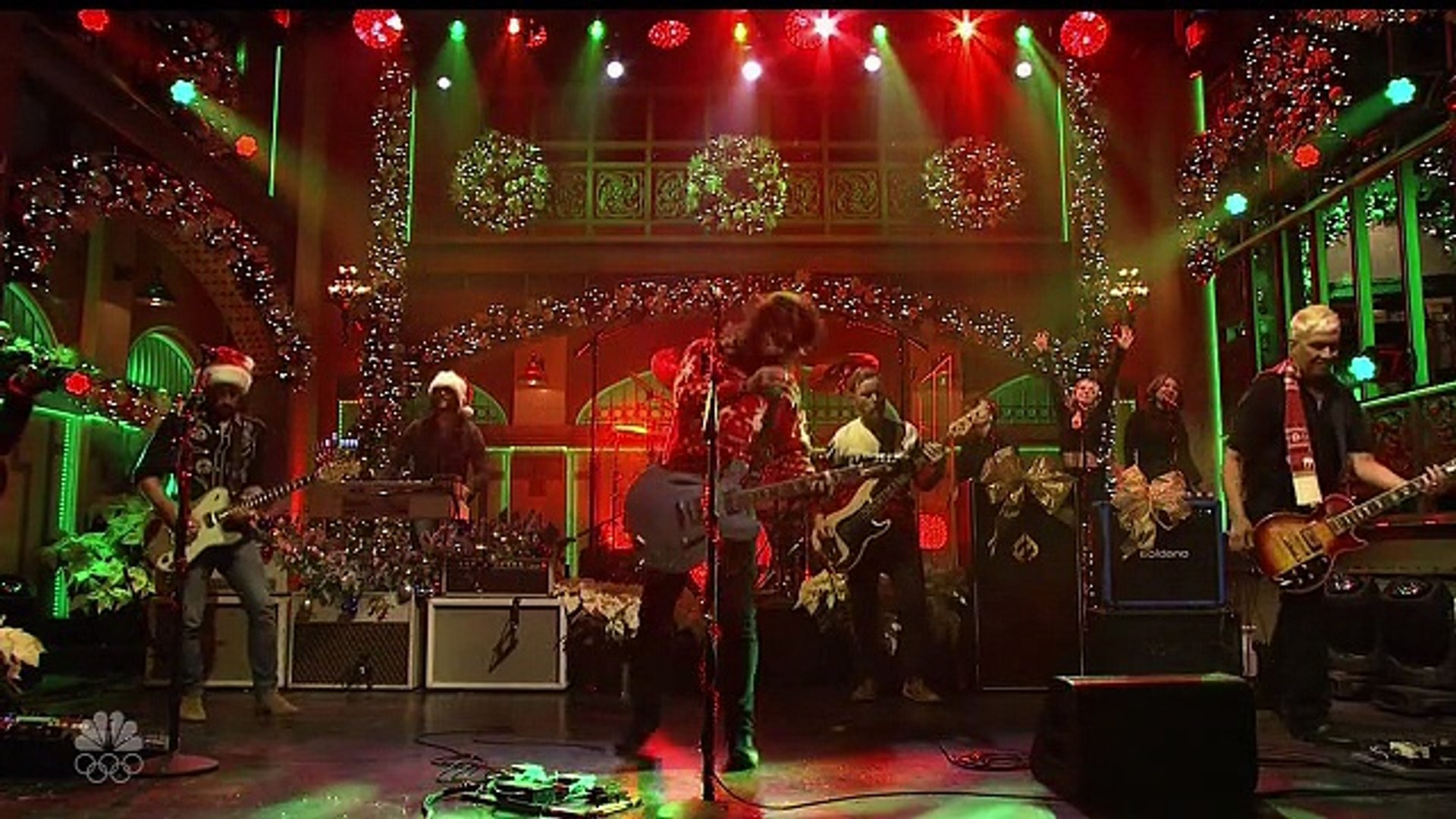 Foo Fighters Snl Christmas.Foo Fighters Christmas Medley Video Dailymotion