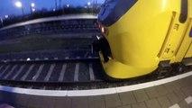 Ce taré grimpe sur un train qui circule à plus de 130 kmh aux Pays-Bas