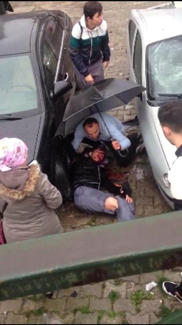 Bursa'da Can Pazarı! Liseli Genç, Kamyonet ile Arabanın Arasında Sıkıştı