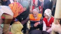 """- Başbakan Yıldırım, Bangladeş'te mülteci kampını ziyaret etti- Başbakan Binali Yıldırım:- """"Ziyaretimizin amacı, burada yaşanan insanlık dramına dikkat çekmek"""""""