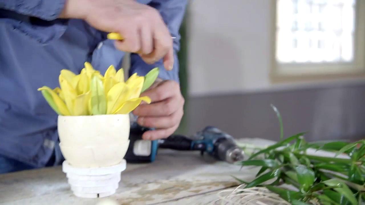 Ostrich egg _ Flower Factor How to _ Easter Arrangements-8oNlZRWR4PU