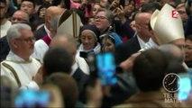 Messe de Noël : le pape appelle à la solidarité envers les migrants