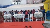 Llegan a puerto los 255 inmigrantes rescatados el mertes