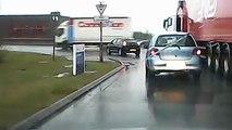 Ce camion emporte une voiture dans un virage !! Bravo régis..