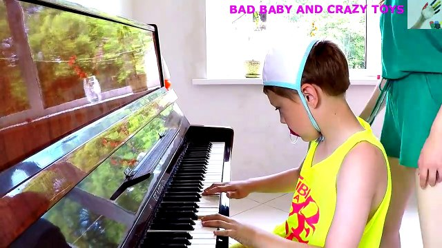 Сrying Babies! Accident! Bad baby Playing Doctor & Lea