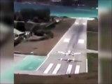 Cet avion rate complètement son atterrissage et fini à la mer