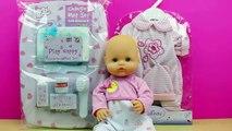 Set cambiador para la muñeca bebé   La bebé se hace pipi y popo   Baño y cambio de pañal del bebé
