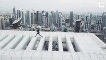 Vertigineux, ce taré saute d'immeuble en immeuble