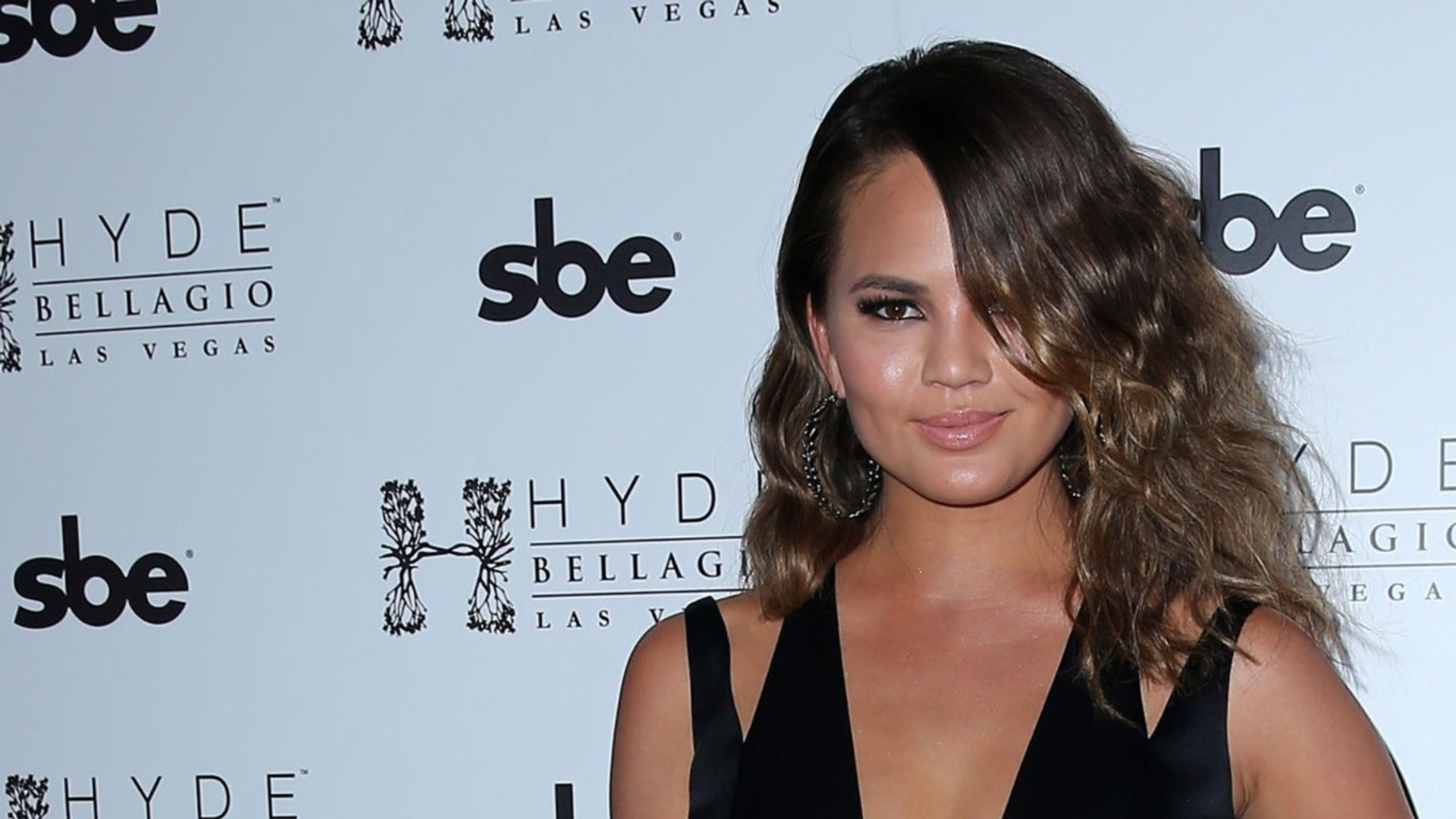 Chrissy Teigen Makes Instagram And Twitter Private After Being Attacked On Twitter
