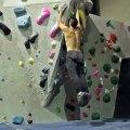 Musclé et Agile il se jette sur des murs d'escalade comme Spiderman !