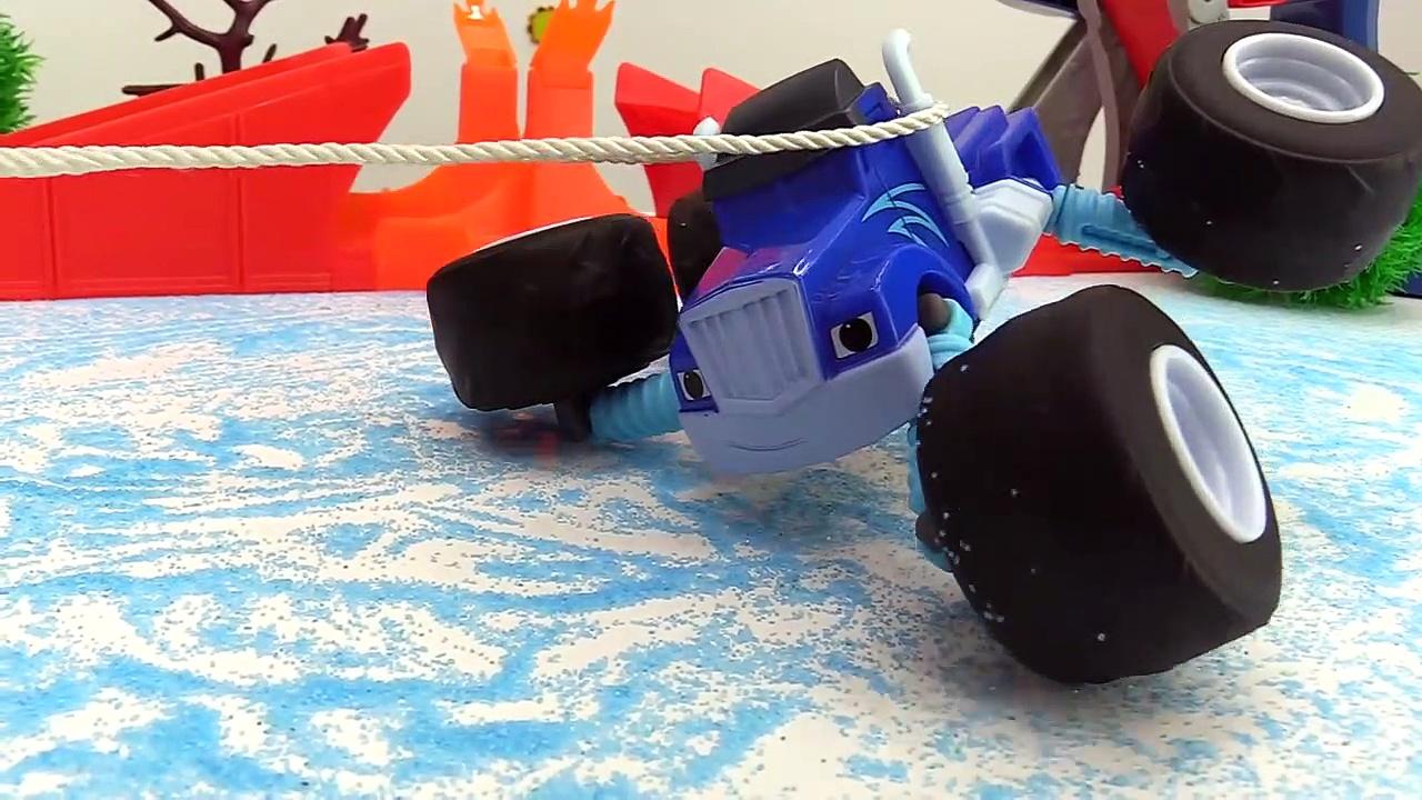 ICE CRASH! – Monster Trucks Toy Trucks