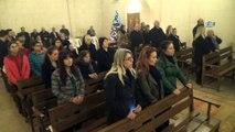 Hatay'da tarihi kilisede Ermeniler Noel'i kutladı