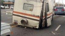 Il croise un camping-car vraiment dans un très très sale état…