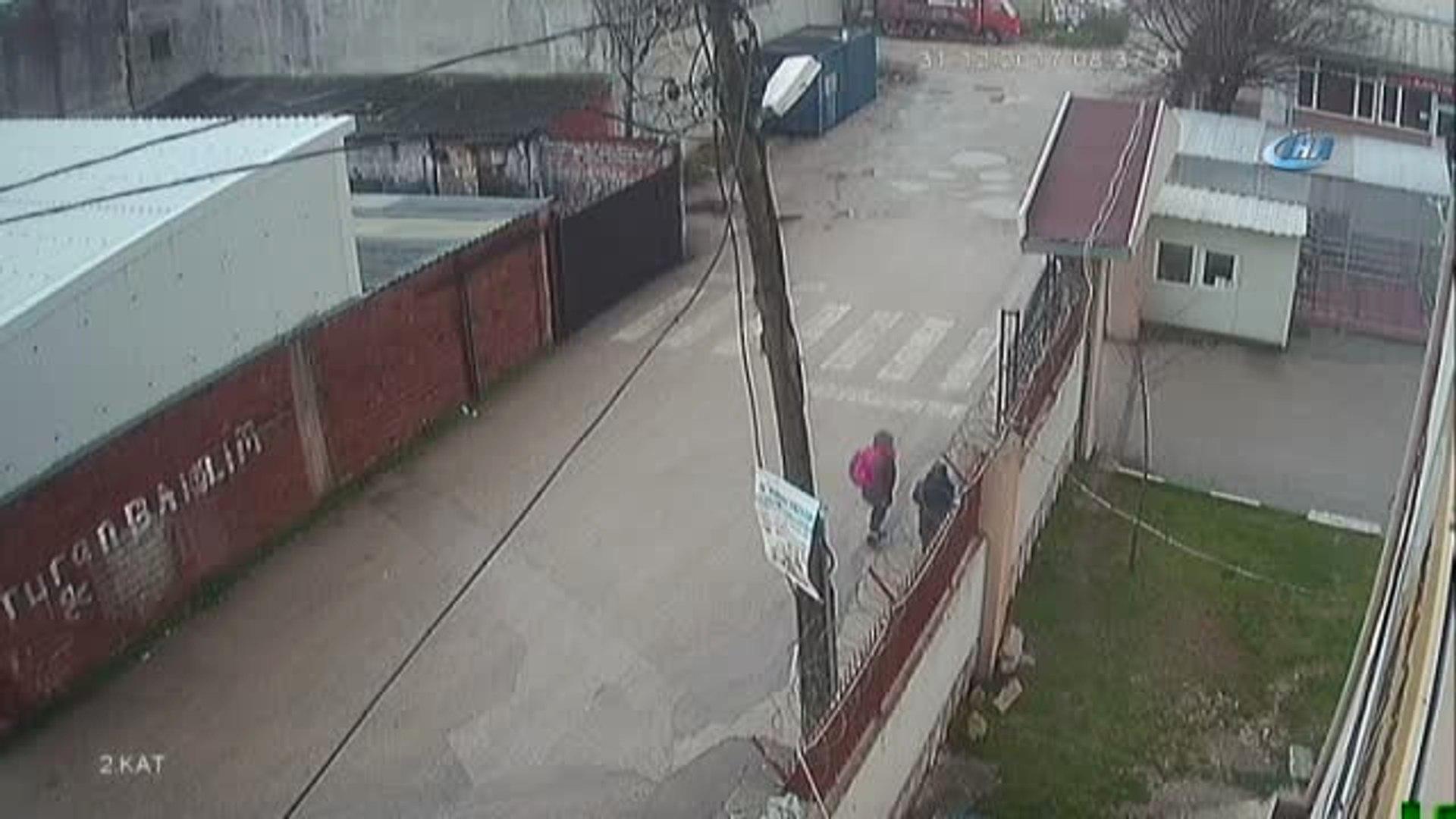 Son Olarak Okulun Kamerasına Takıldı.... Gözü Yaşlı Baba 10 Gündür Kayıp Liseli Kızını Arıyor