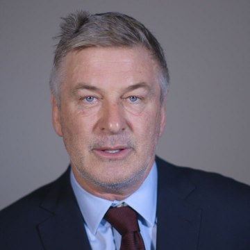 Alec Baldwin is calling on you to stop Trump from firing Mueller
