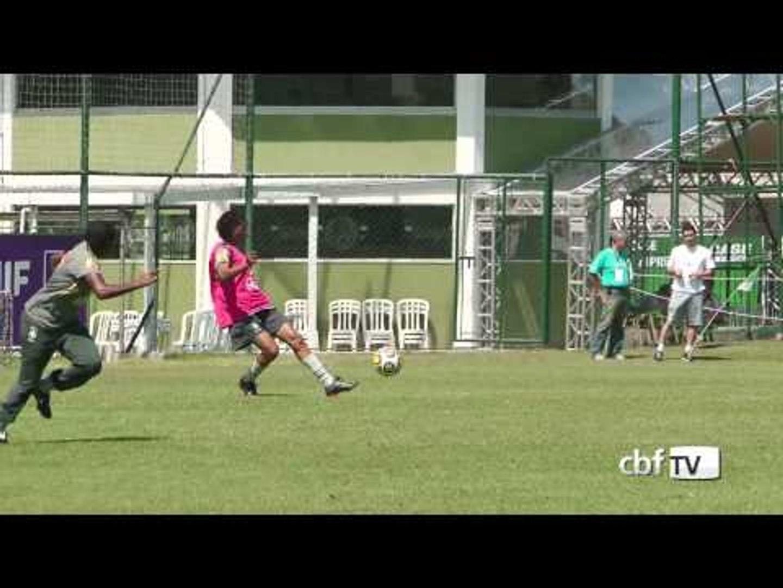 Meninas do Brasil treinam sob forte calor em São Paulo