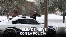 Guerra de nieve con la policía