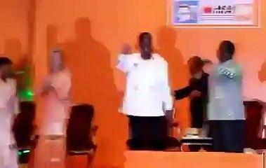 Le président Ado et le Président Bédié ainsi que leur épouses respective danse ensemble pour RHDP