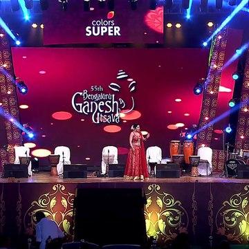 Kananda TV Anchor Kaavya Shah (Kavya Shah) Hot Navel Show Dance