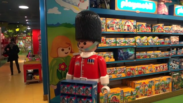 TOY HUNT at Hamleys - Londons BIGGEST Toy Store