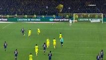 Nantes-PSG: L'incroyable vidéo de l'arbitre qui tente de faire tomber un joueur en lui faisant un croche-patte... puis l
