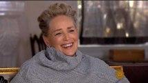 Le rire de Sharon Stone après qu'un journaliste lui demande si elle a été victime de harcèlement sexuel en dit long