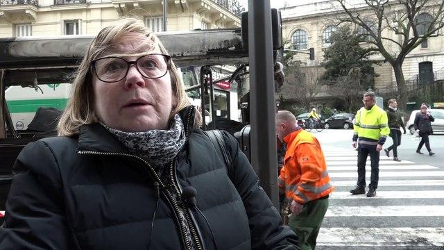 Paris : un bus s'embrase en pleine rue